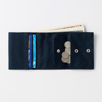機能的なトラベルアイテムを次々と生み出す「TO&FRO」から、旅行中だけでなく普段使いにも活躍する軽量・コンパクトな財布が登場しました。