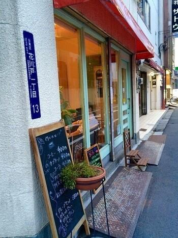 駅から5分ほど歩いたところにある「浅草茶房」は、フルーツパンケーキが人気のカフェ。観光スポットから少し離れた意外と穴場なので、ゆったりしたいときにもおすすめです。
