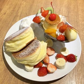 女子の好きなものがワンプレートになった「プリンアラモードパンケーキ」もおすすめ。流行のちょっと固めのプリンとふわふわのパンケーキの組み合わせは、わざわざ足を運びたくなるのも納得のおいしさです。