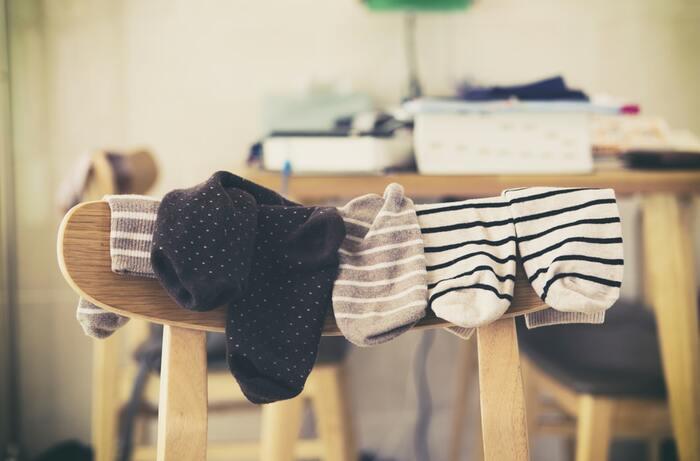 衣類の中でも下着類や靴下は消耗品と呼ばれるアイテムなので、減らす作業も比較的判別しやすいのではないでしょうか。「まだ履ける…」と先延ばしにしていた、薄くなった生地のもの、素材や履き心地がしっくりきていないものがあればこれを機会に見直してみてはいかがでしょうか。