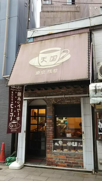 にぎやかな六区通りにある「珈琲 天国」はレトロな外観のこじんまりとした喫茶店。老舗のような趣きがありますが、創業は2005年と比較的新しいんですよ。