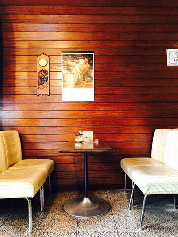 スタルジックな雰囲気にひたれる店内。昔ながらの喫茶店ですが、今にも通じるレトロ感がステキですね。