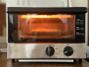 電子レンジのあたため機能がない、小型のオーブン。火力が強いわけではないですが、トーストを焼いたり、一人分のグラタンを作るのに使う人も多いですよね。単機能電子レンジと併用も◎。