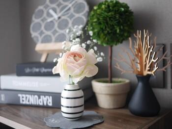 モノトーンインテリアなど、モダンインテリアをお好みの方は、デザイン性の高い花瓶を選ぶと良いでしょう。