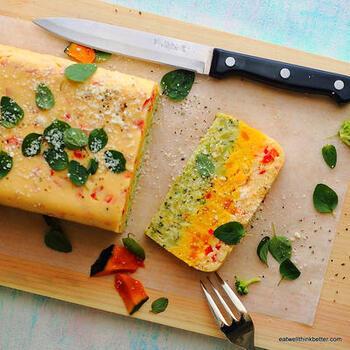 野菜の彩り豊かなテリーヌ。はんぺんが入っているからふわふわな食感に。テーブルを華やかにしてくれること間違いなしです。