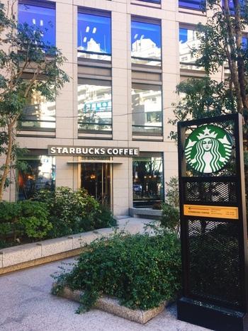 目黒駅西口から3分。スターバックスコーヒージャパンのあるビルの1階に。平日は7時、週末は7時半にオープン。 早めの時間に着いて、〈1day trip〉のプランを練っても。