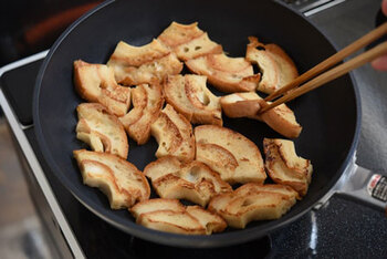 お麩は、お肉の代わりとして精進料理などにも使われる植物性のたんぱく質食品。低脂肪で、離乳食にもよく使われるほど消化がよく、栄養価もバツグン!