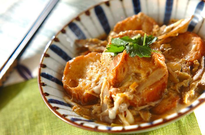 甘辛い味付けがゴボウとお麩に染み込んで、ご飯がすすみます。仕上げにさっと卵とじにして、柳川風に。