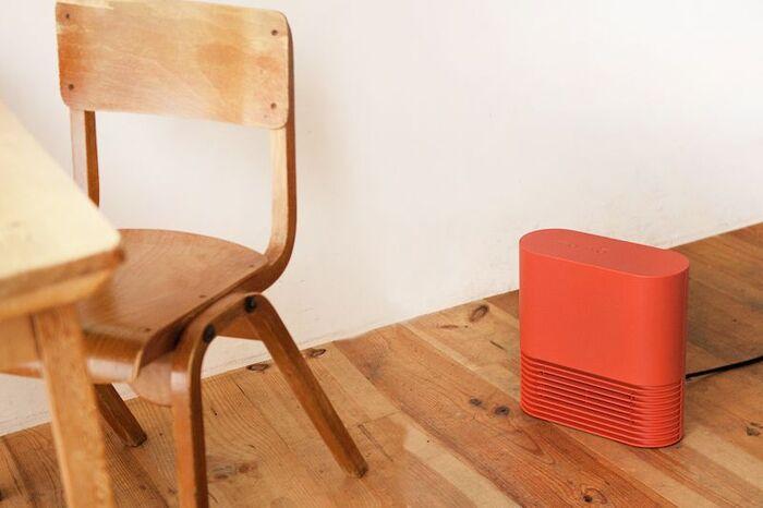 デスクやテーブルの下にもすっきりと収まる「デスクヒーター」は、オフィスや自宅での作業時に足元が冷える……とお悩みの方にぴったりの暖房器具。小型で軽量なものが多く、お家の中やオフィスだけでなく、アウトドアなど幅広いシチュエーションに大活躍してくれますよ。  今回はそんなデスクヒーターの購入を検討されている方のために、パネル型やファンヒーター、マットタイプなど、様々な種類のデスクヒーターをご紹介します♪ぜひ参考にしてみてくださいね。
