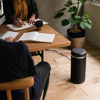 ☑コンパクトな形状で、オフィスのデスク下にすっきりと収まる ☑軽量で持ち運びしやすい ☑自分の好きな温度に調節できて、足元をピンポイントで温められる ☑どこでも手軽に設置できる ☑省エネタイプが多くて経済的など