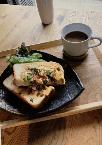 コーヒーはオリジナルとオーガニックがあります。トーストもおいしい♪