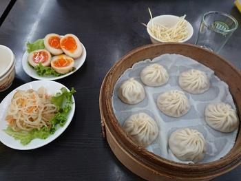 小龍包はもちろん、台湾料理、上海料理と、種類豊富なメニューがずらり。