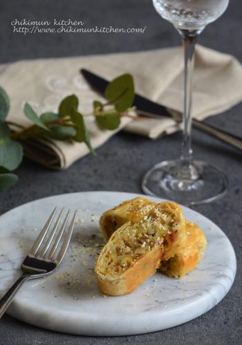 パイキッシュをクルクル巻いて、片手で食べられるようにアレンジ。ワインのおつまみや、パーティーのおもてなし料理などにもおすすめです。