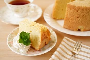 このふわふわのケーキが作ってみたい!と、お菓子作りを始めるきっかけになる事も多いシフォンケーキですが、型を買う時に失敗しがちなお菓子でもあります。