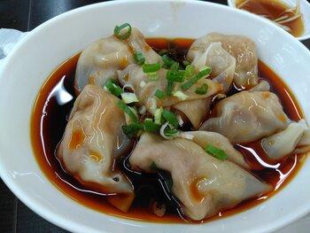 特製の水餃子、マーラー麺、酸辣湯なども人気メニュー!美味しいスープを堪能してくださいね。