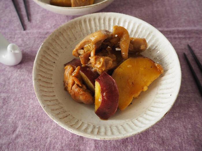 鶏のもも肉とさつまいもをゆずジャムが入った煮汁で煮込む煮物。甘いさつまいもとさわやかなゆずジャムが良く合い、これだけでお腹いっぱいになりそうな大満足のおかずです。