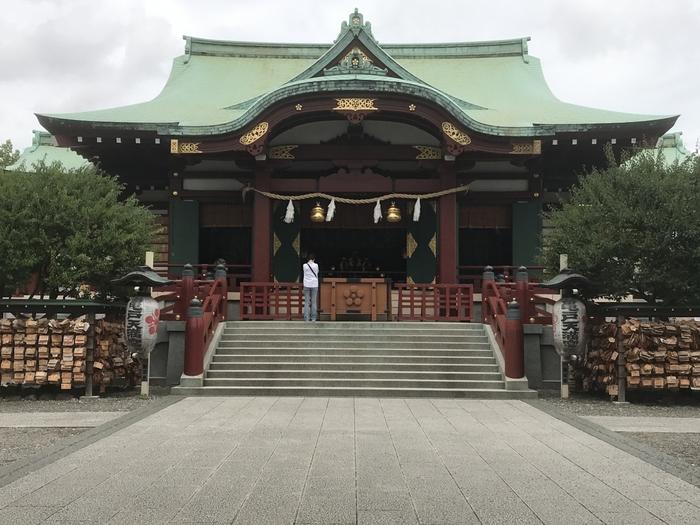 亀戸天神社は、学問の神様として有名な菅原道真公が祀られている神社です。「亀戸天満宮」という呼び名でも親しまれています。菅原道真公とその妻は14人の子宝に恵まれたことから、安産・子宝の神様として崇められてきました。
