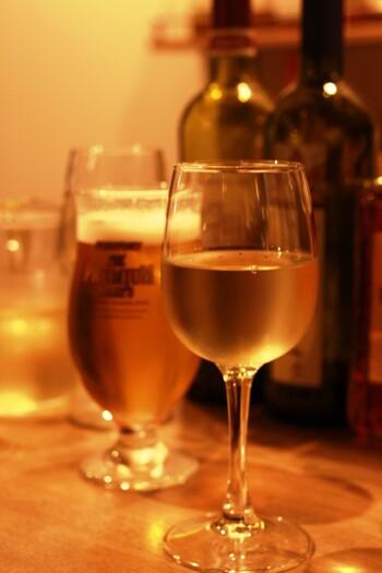 炭火焼とワインを楽しむことのできる「オイノス野毛」。お手軽なイタリアンなので、1軒目でがっつり食べるもよし、2軒目やシメでサックと飲み直すもよし。