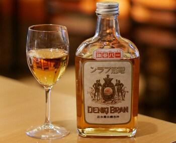 ブランデーベースの人気カクテル「電気ブラン」は、実はこの神谷バーが発祥なんですって!  歴史を感じる映画の世界を再現したようなビルの中で、古き良き日本の大衆バーの雰囲気とおいしいお酒をたしなむのもまた、浅草の外せないお楽しみの一つです。