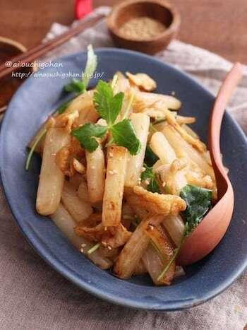 和食が多い油揚げレシピ。味変したい時は、鶏ガラスープの素を使って中華風にアレンジしてみましょう。材料がシンプルなので、かなり作りやすくおすすめです!