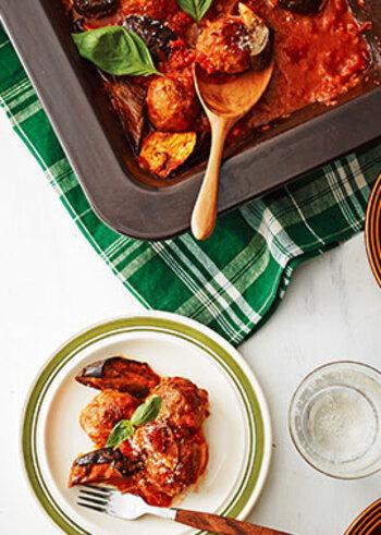 トマト煮込みなら、ミートボールもおすすめです。オーブンで調理するので、一度にたくさん作ることができます。華やかで、パーティーにもおすすめのメニューです。