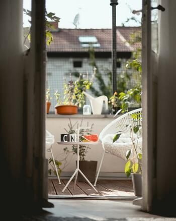 寂しくなりがちな冬の「ベランダ」どうしてる?インテリア&雑貨で素敵に見せるアイデア