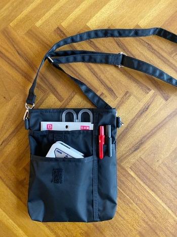 小さな外ポケットが充実しているミニショルダーは、お仕事用としてももちろん、ガーデニング用にも使いやすそう。 掃除機使用中も、複数のパーツを使い分けるときに、入れて持ち運べば便利ですね。