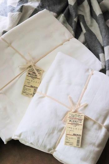 オーガニックコットン100%ですが、ホテルライクな光沢感のある美しいシーツ。 寝室で布団をめくる度に出現するホコリっぽさがなく、快適な使い心地なのだそう。