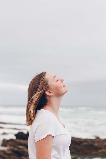 ブレダ応用科学大学 ジェーレン・ナウィンらによる「旅行者における旅行前と旅行後の幸福度調査」において、旅行の計画を立てているときは幸福度が平均で2ヶ月間続き、旅行から帰ってきた途端に幸福度は元に戻るという結果があるようです。