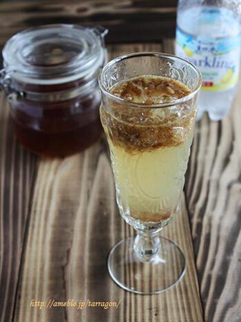 焼酎ではなく、お手製いちじくのフルーツブランデーを使って作ったレモンサワー。レモンの酸味をいちじくの甘さが和らげます。ドライいちじくもドリンクに加えて、濃厚な味わいも楽しんじゃいましょう。
