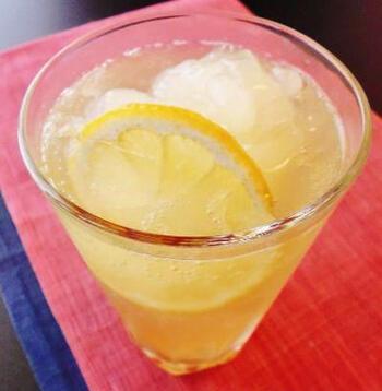 ほんのり甘いはちみつを加えたレモンサワー。氷の代わりにICEBOXを利用したのがポイント。ひんやり冷たくて、気分をすっきりさせたい時にぴったりです。