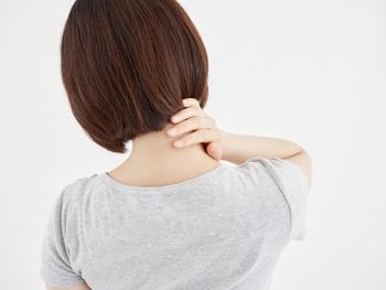 あまり長くお風呂に入る時間が取れないというときは、首の周りをあたためることでも体温をあげることができますよ。