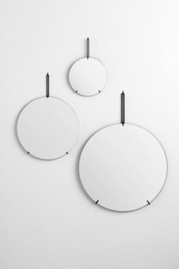 家具職人と建築家によって生まれた鏡「WALL MIRROR」は、MOEBEというデンマークのコペンハーゲンで生まれたデザインの鏡です*さすがは、インテリアの宝庫とも言われるデンマークを代表する鏡と言ったところでしょう。