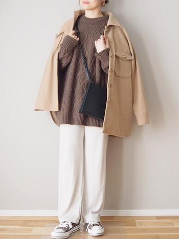 次にご紹介するミニショルダーバッグは、こちらのスクエアタイプが魅力の「chuclla」のショルダーバッグです!紐の部分にはデザインが施されており、細かなおしゃれが楽しめるアイテムとなっています♪