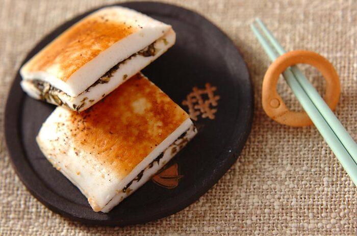 はんぺんと明太子はよく合うので、メインに使ってサンドイッチにしても◎こちらは、明太子にマヨネーズやヨーグルトなどを混ぜたこだわりのソースを海苔と一緒に挟んでいます。バターでこんがり焼いたホットサンドをどうぞ♪