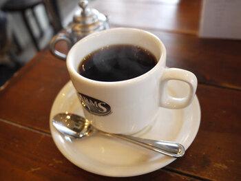ドリンクはコーヒーやソフトドリンクはもちろん、アルコールも豊富。ホットコーヒーはおかわり自由なのもうれしいポイント。お散歩中に、ホッと一息できる空間です。