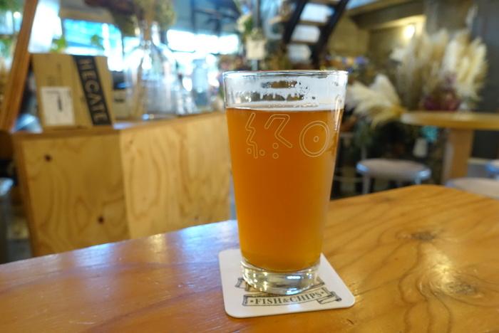 もちろん、定番メニューのクラフトビールも、お昼から楽しめます!「終日」ロゴ入りのグラスは、特別感があって◎。