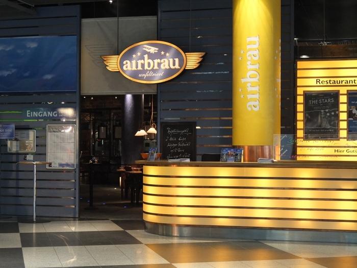 ターミナルには、品質にこだわったドイツビールを楽しむことのできるビアハウスや、ドイツの雑貨店などお食事やお買い物も堪能できるのも嬉しいですね!