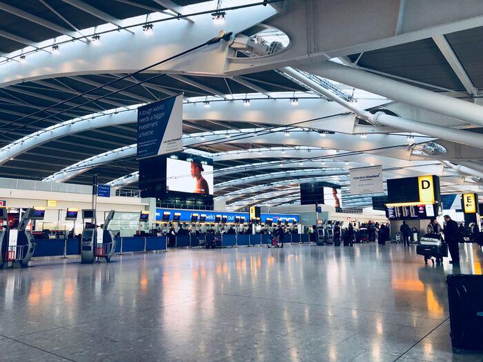 イギリスの首都ロンドン西部にあるイギリスで最も大きい空港です。ターミナルの拡張を行うなどし、規模も大きくなり世界に誇る利用者数。スカイトラックス社による「2019年ワールド・エアポート・アワード」では、見事に世界最高のターミナルにも輝いた優秀な空港です。