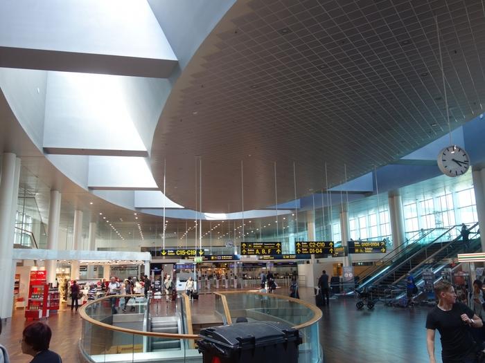 北欧デンマークの首都コペンハーゲンにある、コペンハーゲン空港。ヨーロッパのハブ空港の一つとして、便の離発着数も多い国際空港です。
