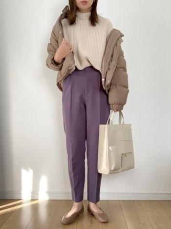 足の長さが気になるときは、縦のラインが強調されるセンタープレスパンツや、パンツ自体のかたちが美しいテーパードパンツなどを選ぶと、足長さんに見えます。