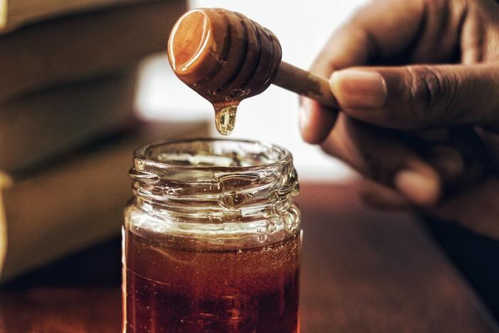 はちみつの中でも特に殺菌・抗菌作用が高いマヌカハニー。マヌカという植物の蜜からできるはちみつです。消化器に影響する「ピロリ菌」や「大腸菌」の殺菌やウイルスの抑制に効果を発揮するといわれています。消化器系の疾患や風邪などの予防に毎日取り入れましょう。