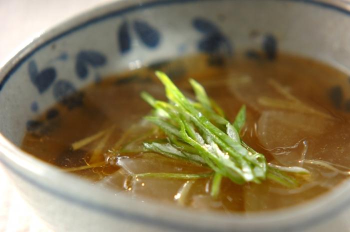 大根の優しい甘味とピリッと刺激のあるショウガの相性がぴったりのスープ。疲れた胃にも優しいレシピです。