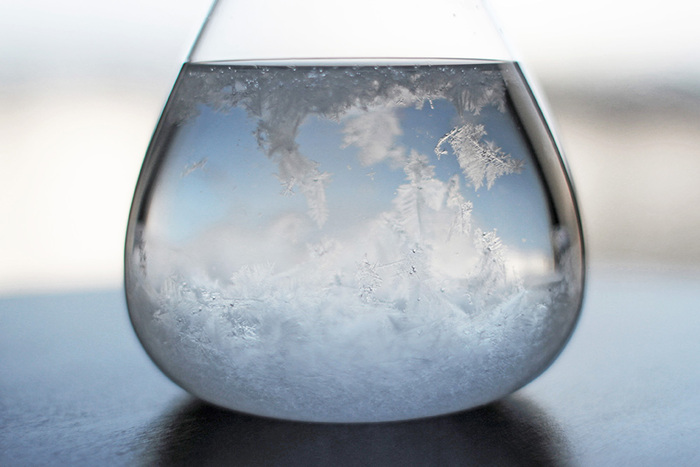 天気を正確に予測するものではないけれど、ゆらゆら浮かぶ結晶を眺めてぼーっとしているだけでリラックスできそうです♪