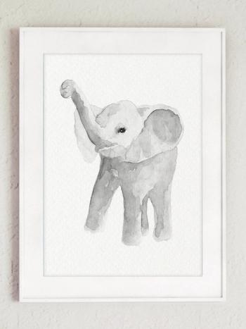 ポーランドの女性デザイナーによる、ゾウの絵が描かれたポスター。優しいタッチで描かれたゾウを眺めていると、穏やかな気持ちに。お部屋に癒しを運んでくれます。