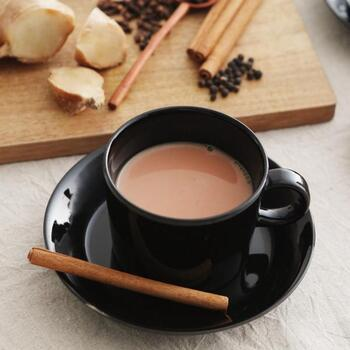 シロップをミルクで割るだけなので、おうちで手軽に極上の一杯が味わえるのが魅力。寒い日はホットで、暑い日は氷を入れてアイスに、オールシーズン楽しめるのがいいですね。