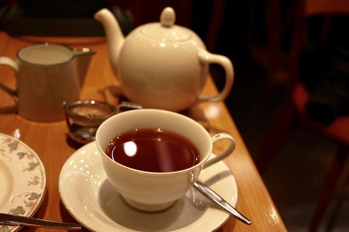 種類の豊富な紅茶はポットで提供される物も多く、一人分でたっぷり楽しめます。最初はストレートで、2杯目はミルクを入れてと、2種類の味を比べてみるのもいいですね。