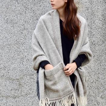 「ラプアン カンクリ」は、1973年にフィンランドの小さなまち「ラプア」で創業したテキスタイルのメーカー。ラプアン カンクリには「ラプアの織り手たち」という意味があるのだそう。天然素材にこだわり、上質な織物製品などを提供しつづけています。スタッフはわずか20名ながらも、世界中で愛されているメーカーです。