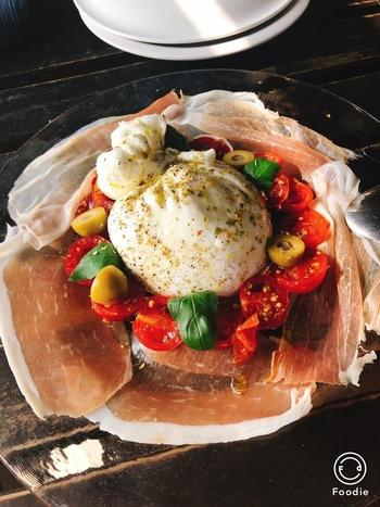 筆者のイチオシは「ブッラータ」。巾着の中のなかに入った柔らかい自家製チーズと生クリームが絶妙です・・!