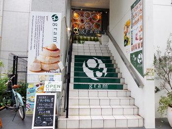 神保町から1駅の九段下にあるこちらのカフェ。パンケーキがメインで、お食事系からスイーツ系まで豊富な種類から選べます。